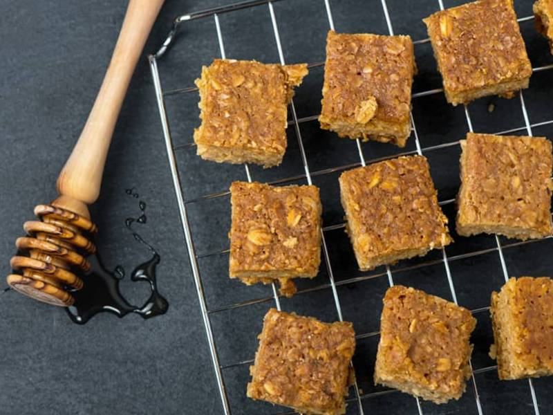 MANUKA HONEY & PEANUT BUTTER FLAPJACKS
