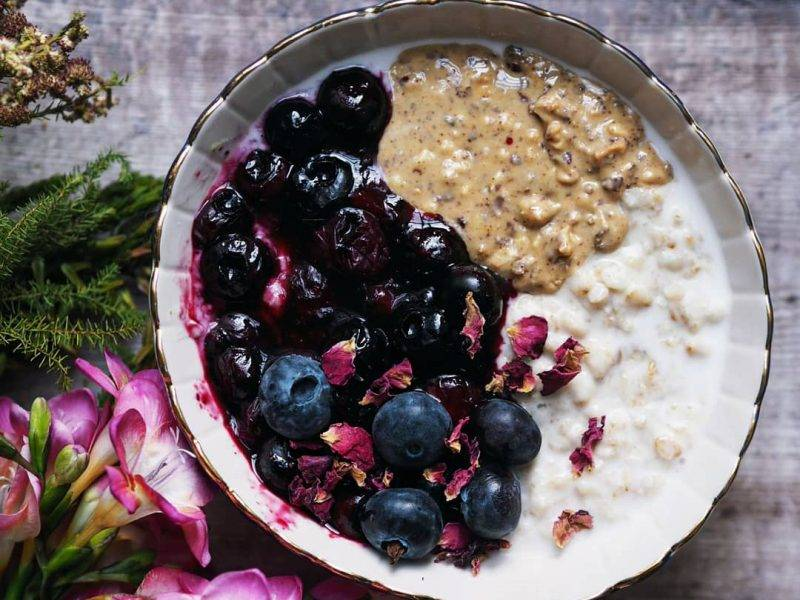 NUTTY OATS WITH EASY BLUEBERRY COMPOTE